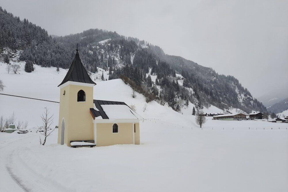 Bichlkapelle in Großarl - Frühlingsbeginn mit Schnee