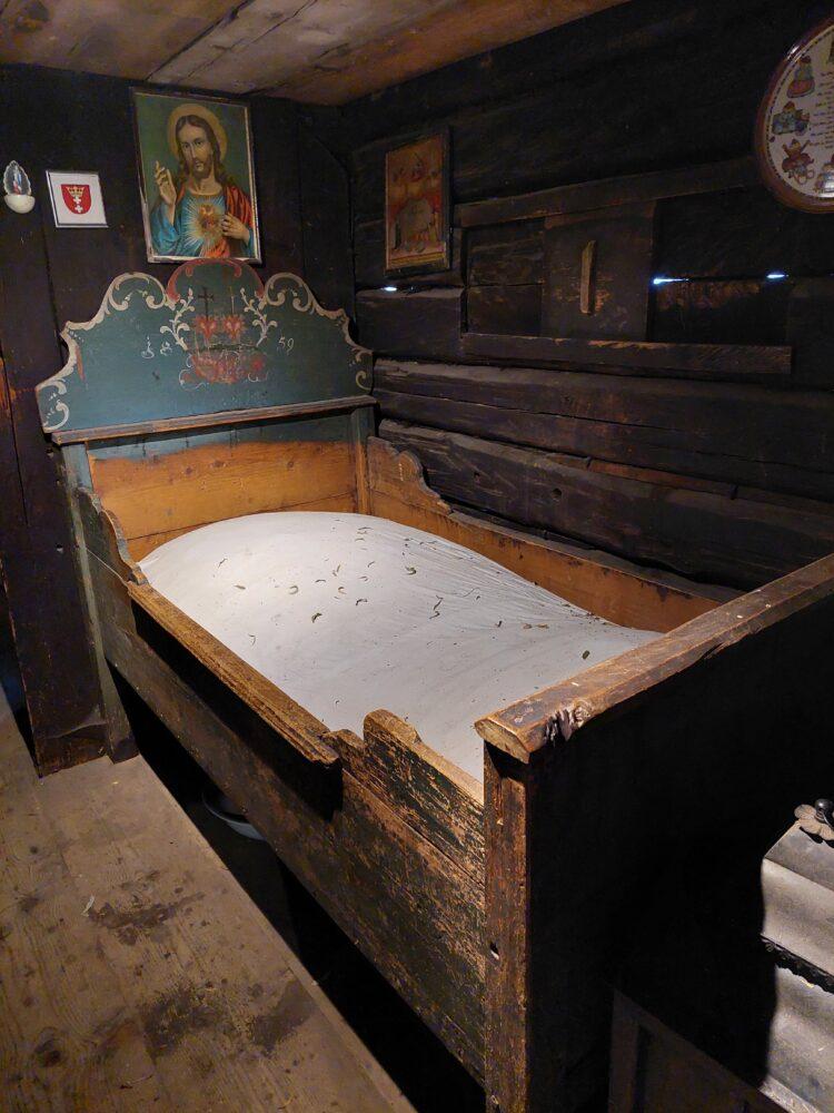 Bett im Heimatmuseum Kösslerhäusl