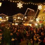 Ein herrliches Bild: Hunderte Besucher beim Bergadvent am Marktplatz