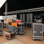 Unzählige Kisten voller Bühnentechnik