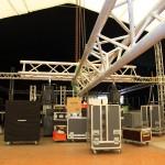 Der Bühnenaufbau wächst und wächst