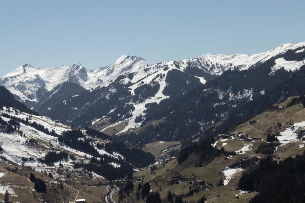 Winter am Berg und Frühling im Tal