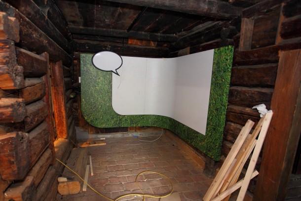 Grober Ausstellungsbau in dem Raum fertig - jetzt fehlen noch die Details