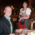 Bei Elisas Weinpräsentation kommt Freude auf