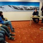Thomas Brandner und Engelbert Gschwandtl mit den Schülern der Hauptschule