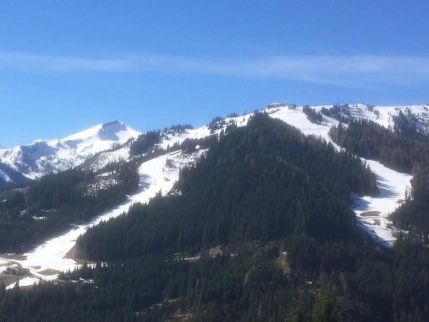 Der Mittelbereich unseres Skigebietes mit Blick auf Harbachpiste und Finstergrube - Bild vom 21. 4. 2016