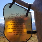Inschrift auf dem Kreuz der Filzmooshöhe.