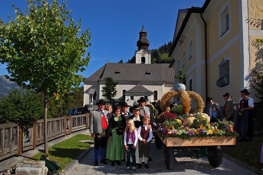 Klöcker & Herreiter mit dem Erntewagen