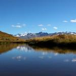 Kleine unbenannte Lacke am Grat. Gipfel v.l.n.r: Hochalmspitz, Keeskogel, Ankogel, Tischlerkarspitz