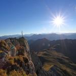 Der Draugstein-Gipfel ist extrem ausgesetzt. Besonders imposant seine steil abfallende Nordwand
