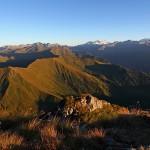 Das späte Sonnenlicht verleiht der Landschaft besonders weiche Farben