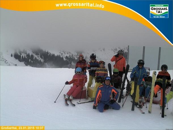 Volksschule Großarl am Fotopoint der leider schlecht eingestellt ist - Simon und Lukas verschwinden am rechten Bildrand