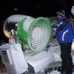 """Fritz im Jahr 2003. Damals waren Schneekanonen zum Teil auf Pistengeräten zu zweit (""""Doppelgarnitur"""") aufgebaut. Diese Technik hat bei uns mit Ende dieser Saison ausgedient."""