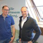 Chefschneiber Fritz (links) mit Geschäftsführer - gerade von unten bis oben hergeehrt. Und gar nicht einsam wie der Hintergrund vermitteln könnte.