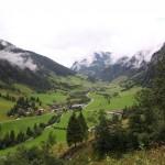 Am Weg zur Kreealm der Blick hinab ins Tal