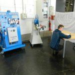Gerhard bei der Lehrabschlussprüfung - er hat eine Aufgabe in Zusammenhang mit der Bremshydraulik einer Seilbahn zu lösen