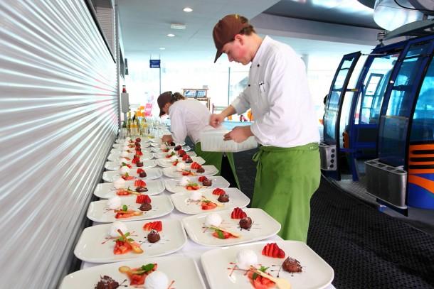 """Die Desserts für das """"Gondel-Dinner"""" werden bereitet"""