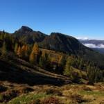 Die Landschaft zeigt sich im Herbstkleid, erste Lärchen färben sich bereits
