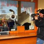Das Kamerateam an der Liftkassa am Schalter von Anita Knapp.