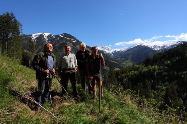 Wanderweg-Begehung alter Hubalmsteig, v.l.n.r: Rupert Gschwandtl, Robert Schilcher (ÖBF), Franz Zraunig, Hias Laireiter