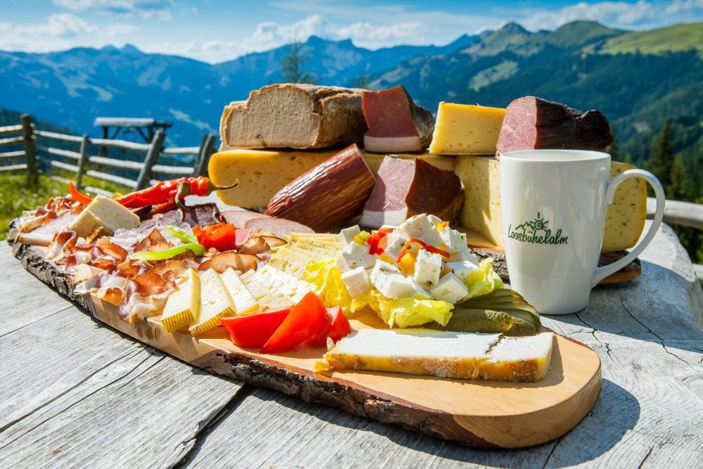 Jause aus der Genuss Region Großarltaler Bergbauernkäse auf der Loosbühelalm