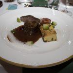Zweierlei vom Hirschkalb mit Eierschwammerl Flan, Kohlsprossen, Kastanie und Cranberries