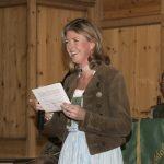 Teresa Pagitz Draxler gibt Informationen zur Tombola
