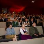 Auch Helli und Sepp sehen den Film nun zum ersten Mal. Links Regisseurin Elisabeth Eisner