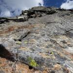 Die großen, steilen und glatten Steinplatten erfordern genaue Schrittwahl