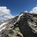 Nun noch das letzte Stück über lockeres Geröll hinauf zum Gipfel