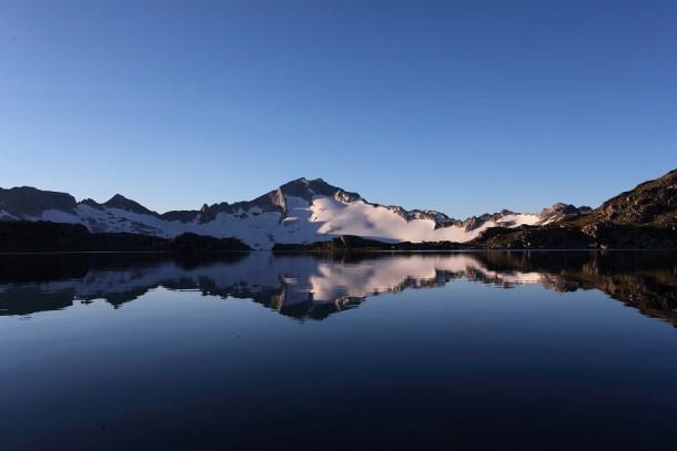 Sonnenaufgang auf der Hochalmspitze, aufgenommen vom oberen Schwarzhronsee aus