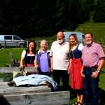 Sepp und Helli Forcher mit Maria, Corinna und Sepp von der Hirschgrubenalm