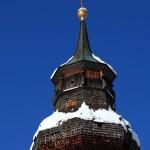 """Kirchturm alt mit Symbol IHS und Schrift """"RENOVIERT 1948"""""""