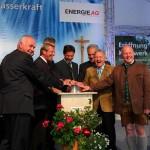 Alle freuen sich bei der formellen Kraftwerkseröffnung über ein gelungenes Werk ...