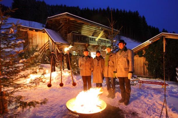 Dezember 2014: Salzburger Bergadvent - Großarler Almgesang und Hüttschlager Alphornbläser an der Krippenwerkstatt
