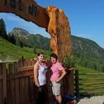 Sennerin Theresa und Anna von der Loosbühelalm verwöhnen ihre Gäste kulinarisch