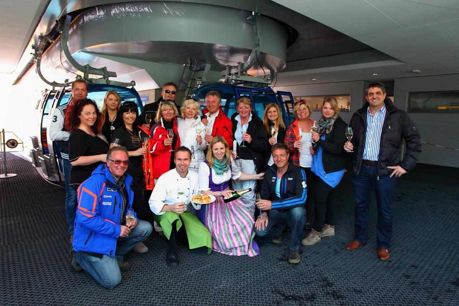 Gruppenfoto Gewinner, Team Nesslerhof, Hettegger Hans sowie Bergbahnen