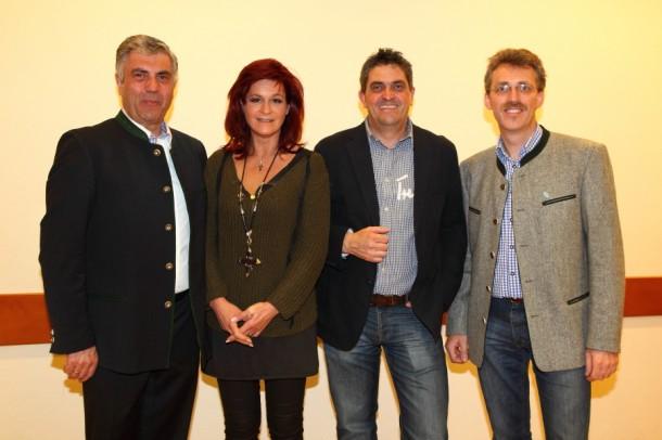 Kurzes Erinnerungsfoto: Andrea Berg mit Peter Hettegger, Hans Hettegger, Thomas Wirnsperger (v.l.n.r.)