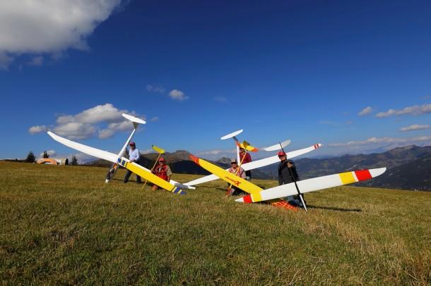 Begeisterte Flieger auf der Landewiese am Naturplatzl