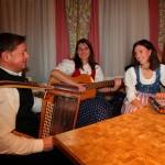"""Sorgte für die festliche Umrahmung: Andi, Roswitha und Martina von der """"Tannbachl-Musi"""""""