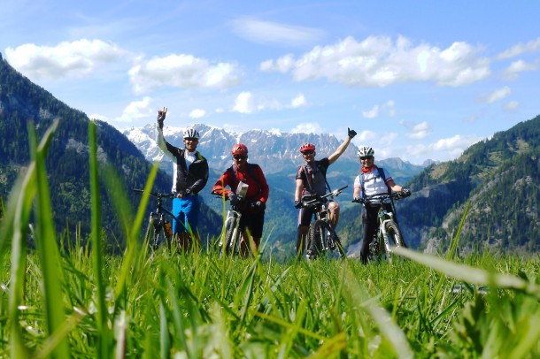 Bei der Ausbildung zum Mountainbike-Guide: Uko Toni, Hans Hettegger, Tom Andexer, Karin Hettegger