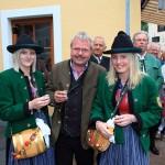 Bürgermeister Gollegger mit Elisabeth und Carina