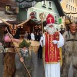 Nikolaus, Waldmandl und Krampus am Adventmarkt in Großarl
