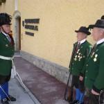 Schützenhauptmann Rupert Gschwandl mit Hans und Toni, 2 verdienten Schützenkameraden