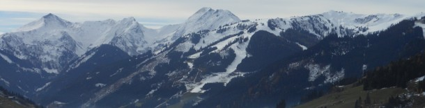 Auf den Bergen des Großarltals bereits Schnee Ende Oktober - links der Frauenkogel, rechts unser Skigebiet