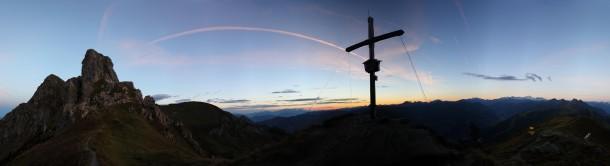 Kurz vor Sonnenaufgang am Vorgipfel des Schuhflickers