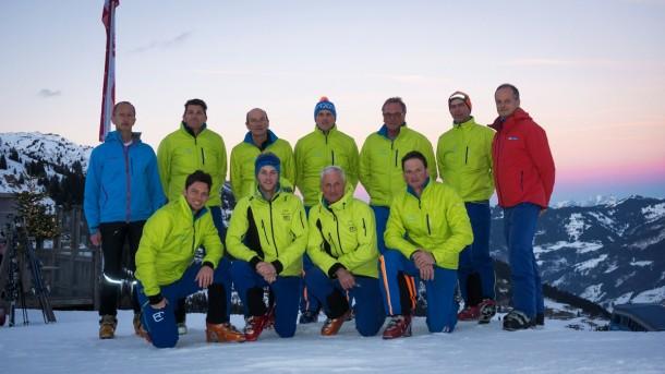 Perfekt einheitlich gekleidet die Männer der LWK - links Bürgermeister, rechts Liftgeschäftsführer