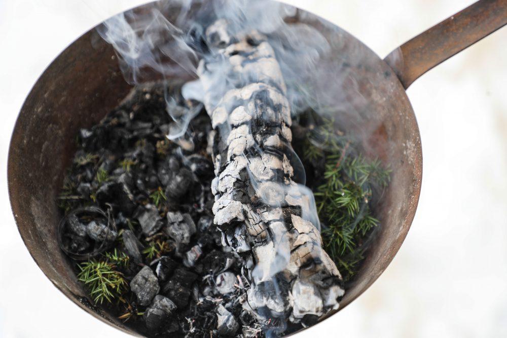 Die Rauchpfanne zum Räuchern - © Franz Neumayr