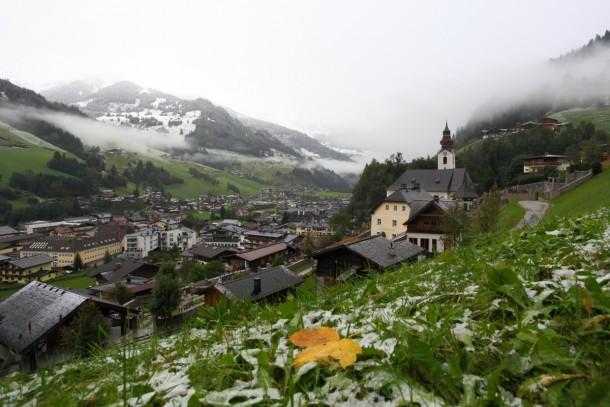 Heute gerade eben. Schnee liegt bis ca. 1.000 Meter, war kurzzeitig sogar ganz herunten im Tal