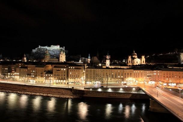 Ausblick auf die Festung Hohen Salzburg bei Nacht